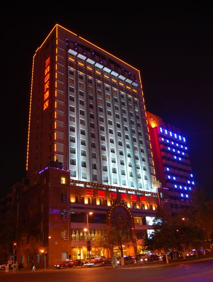 title='三隆中天大酒店'